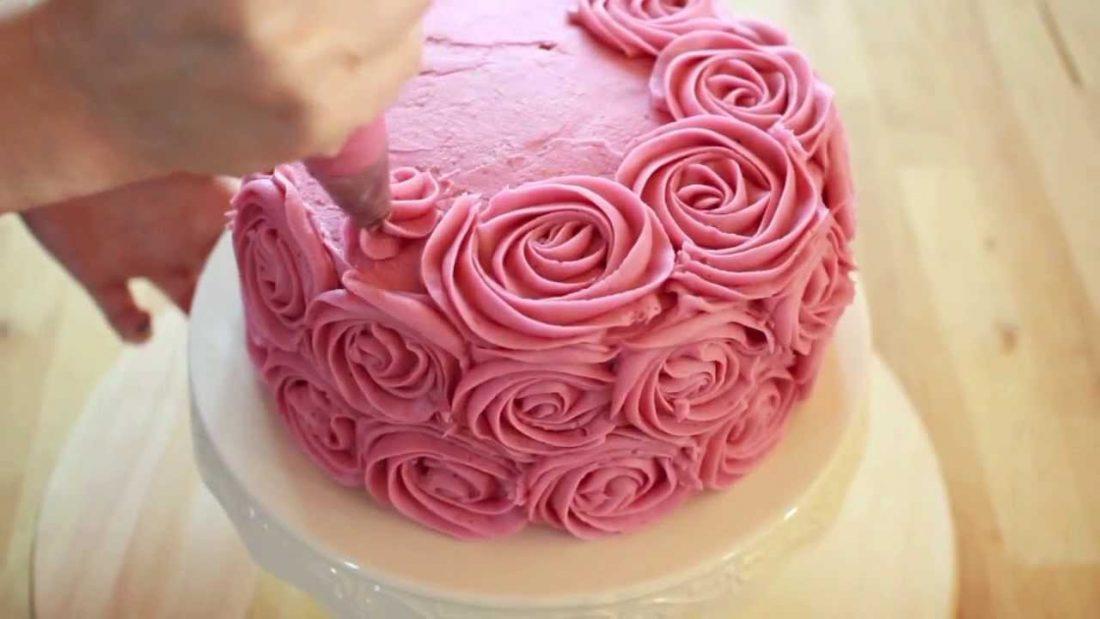 Le tecniche semplici per le torte decorate